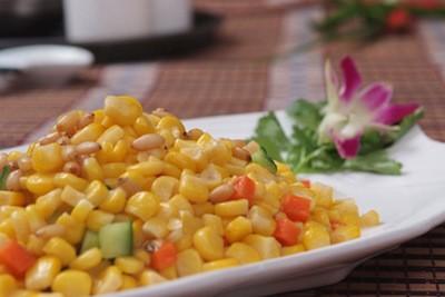 Insalata di mais, pinoli e peperone alla sichuanese   Cina