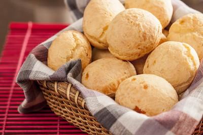 Pao de queijo | Panini brasiliani di manioca al formaggio | Brasile