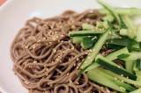 Soba noodles in salsa di soia e cetrioli | Giappone